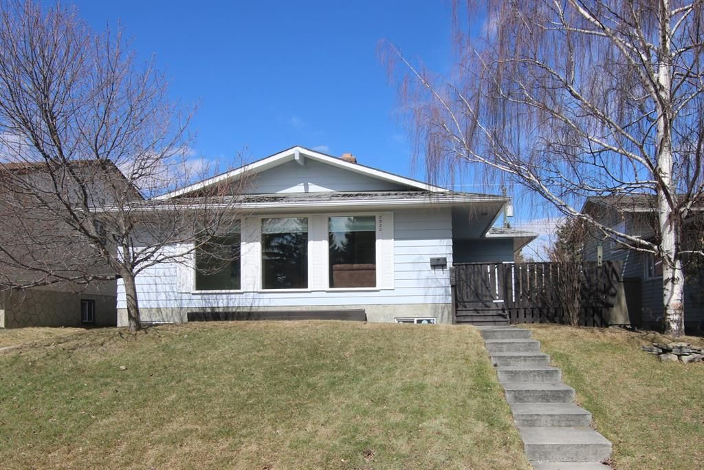 Main Photo: 5320 Silverdale Drive NW in Calgary: Silver Springs Detached for sale : MLS®# A1092393