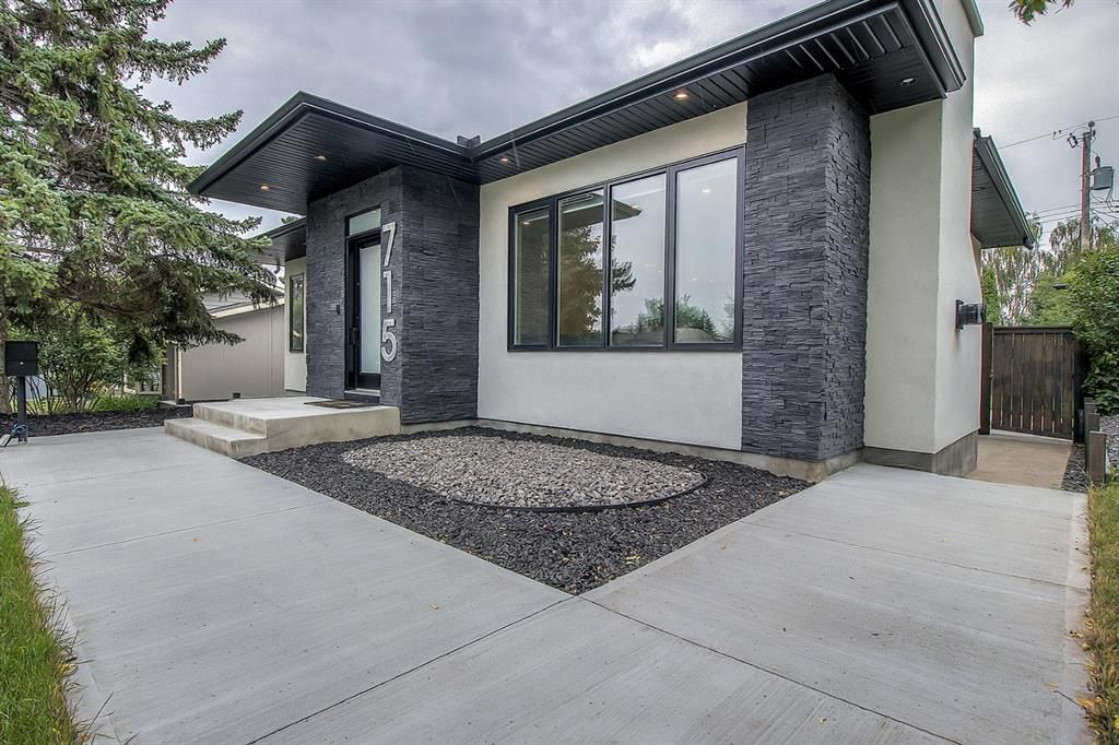 Main Photo: 715 71 Avenue SW in Calgary: Kingsland Detached for sale : MLS®# A1134081