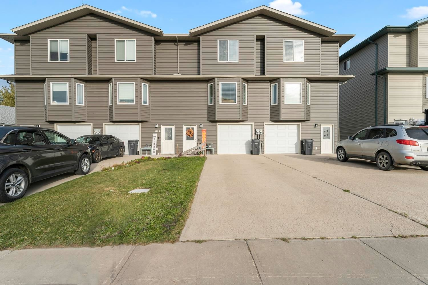 Main Photo: 1106 13 Street: Cold Lake Attached Home for sale : MLS®# E4263828