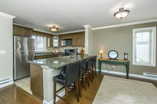 """Photo 6: 26 6238 192 Street in Surrey: Cloverdale BC Townhouse for sale in """"Bakerview Terrace"""" (Cloverdale)  : MLS®# R2248106"""