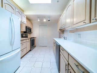 """Photo 18: 305 3766 W 7TH Avenue in Vancouver: Point Grey Condo for sale in """"THE CUMBERLAND"""" (Vancouver West)  : MLS®# R2583728"""