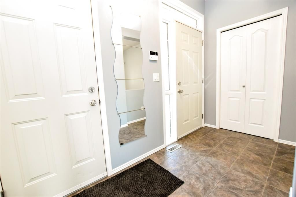 Main Photo: 9 Ivey Close: Red Deer Semi Detached for sale : MLS®# A1116678