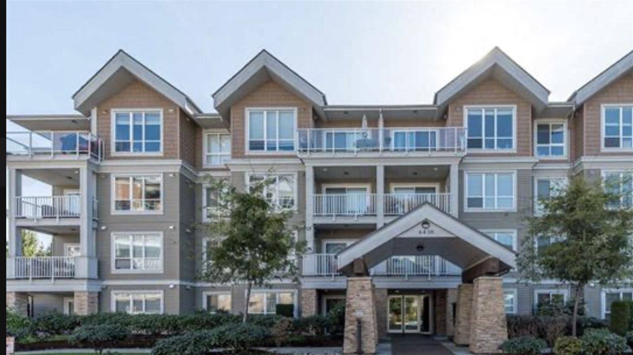 """Main Photo: 303 6430 194 Street in Surrey: Clayton Condo for sale in """"WATERSTONE"""" (Cloverdale)  : MLS®# R2425198"""