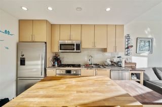 "Photo 10: 907 38 W 1ST Avenue in Vancouver: False Creek Condo for sale in ""The One"" (Vancouver West)  : MLS®# R2552477"