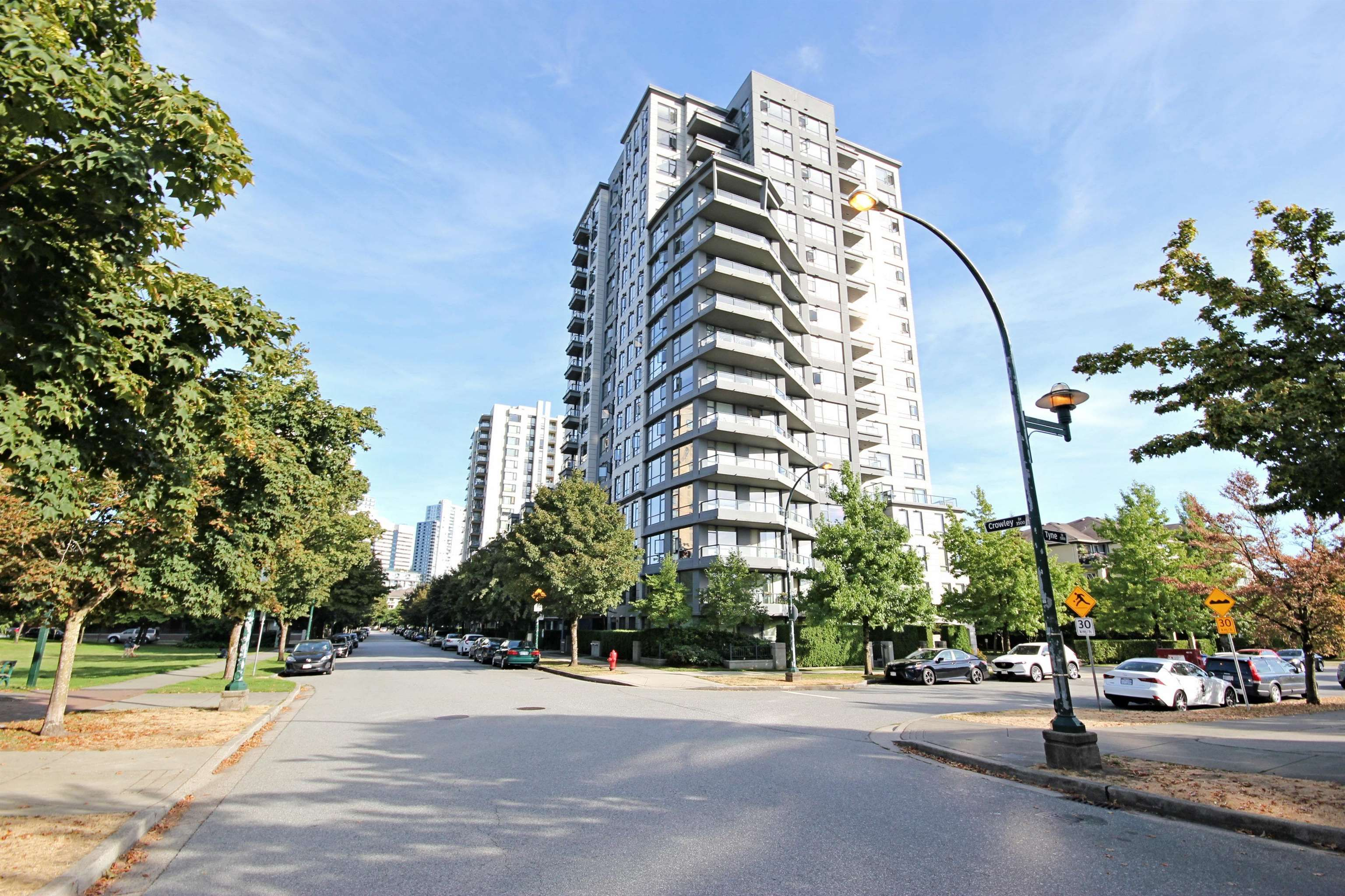 """Main Photo: 1001 3520 CROWLEY Drive in Vancouver: Collingwood VE Condo for sale in """"Millenio by Bosa"""" (Vancouver East)  : MLS®# R2609901"""