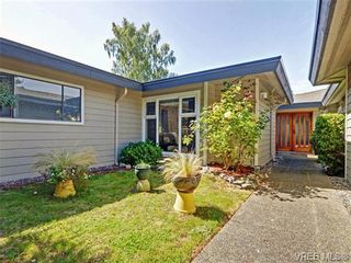 Photo 2: 918 2829 Arbutus Rd in VICTORIA: SE Ten Mile Point Row/Townhouse for sale (Saanich East)  : MLS®# 739157