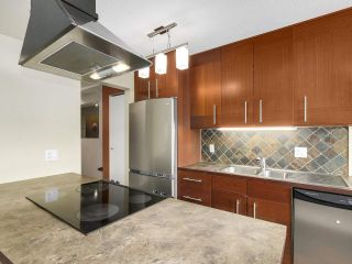 """Photo 3: 204 36 E 14 Avenue in Vancouver: Mount Pleasant VE Condo for sale in """"Rosemont Manor"""" (Vancouver East)  : MLS®# R2166015"""