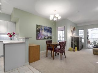 """Photo 7: 301 2755 MAPLE Street in Vancouver: Kitsilano Condo for sale in """"THE DAVENPORT"""" (Vancouver West)  : MLS®# R2122011"""