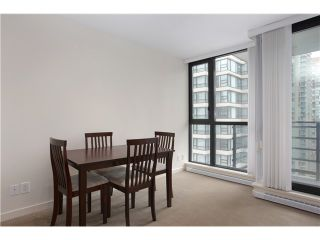 """Photo 5: 1608 909 MAINLAND Street in Vancouver: Yaletown Condo for sale in """"YALETOWN PARK"""" (Vancouver West)  : MLS®# V997068"""