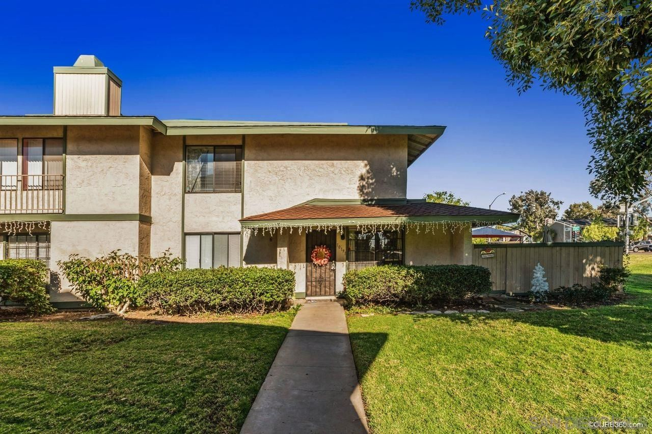 Main Photo: MIRA MESA Townhouse for sale : 4 bedrooms : 10191 Caminito Volar in San Diego