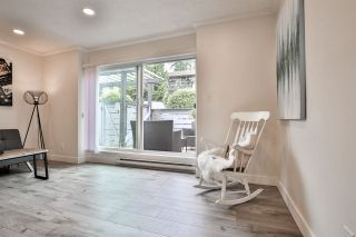 """Photo 3: 981 HOWIE Avenue in Coquitlam: Central Coquitlam Townhouse for sale in """"OAKWOOD"""" : MLS®# R2494241"""