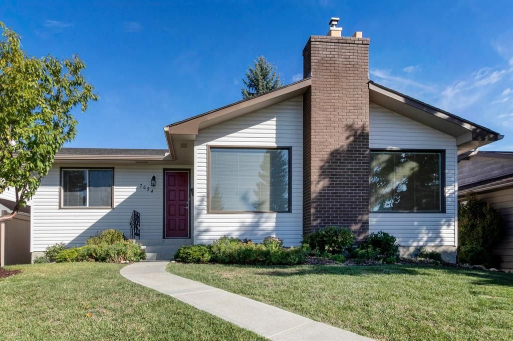 Main Photo: 7624 Silver Springs Road NW in Calgary: Silver Springs Detached for sale : MLS®# A1147764