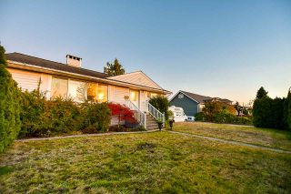 Photo 1: 313 MUNDY Street in Coquitlam: Coquitlam East House for sale : MLS®# R2416321