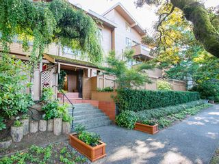 """Photo 2: 104 1930 W 3RD Avenue in Vancouver: Kitsilano Condo for sale in """"THE WESTVIEW"""" (Vancouver West)  : MLS®# R2099750"""