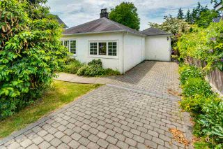 """Photo 15: 334 OLIVER Street in New Westminster: Queens Park House for sale in """"Queens Park"""" : MLS®# R2589086"""