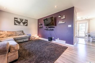 Photo 3: 210 Mowat Crescent in Saskatoon: Pacific Heights Residential for sale : MLS®# SK870029