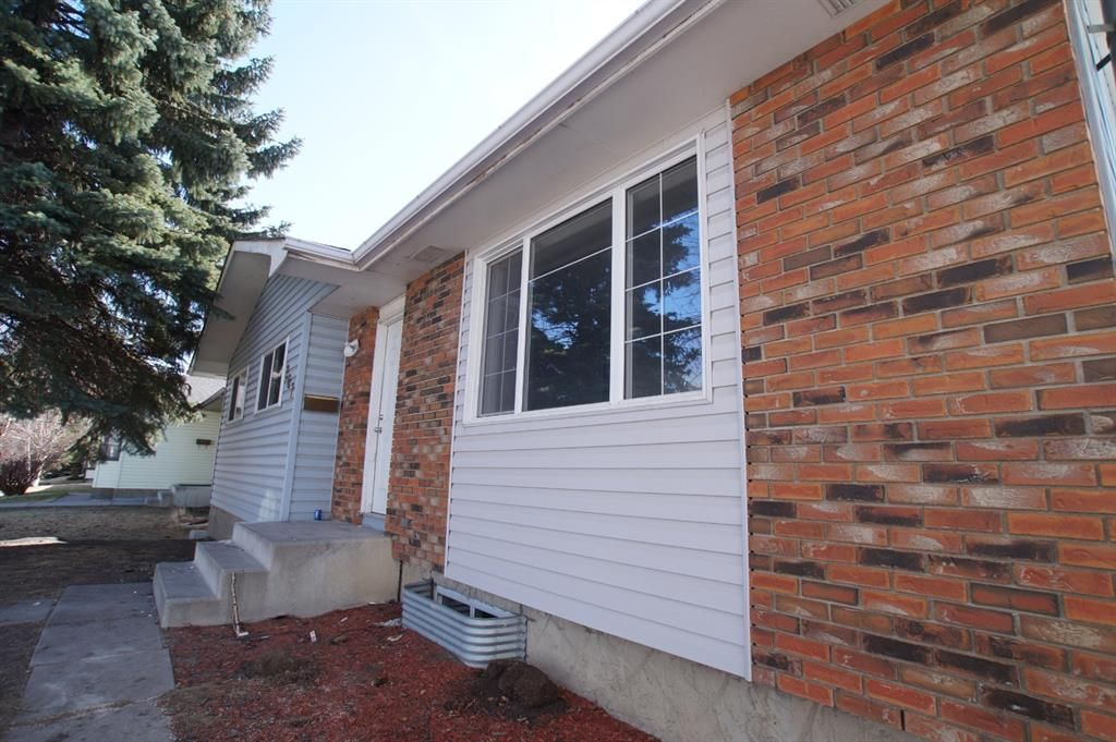 Partial Brick front with nice curb appeal