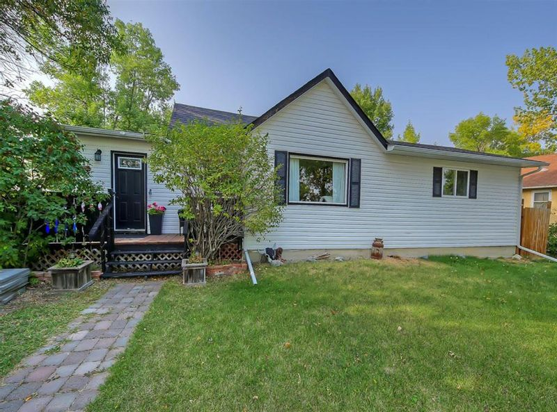 FEATURED LISTING: 2414 22 Street Nanton