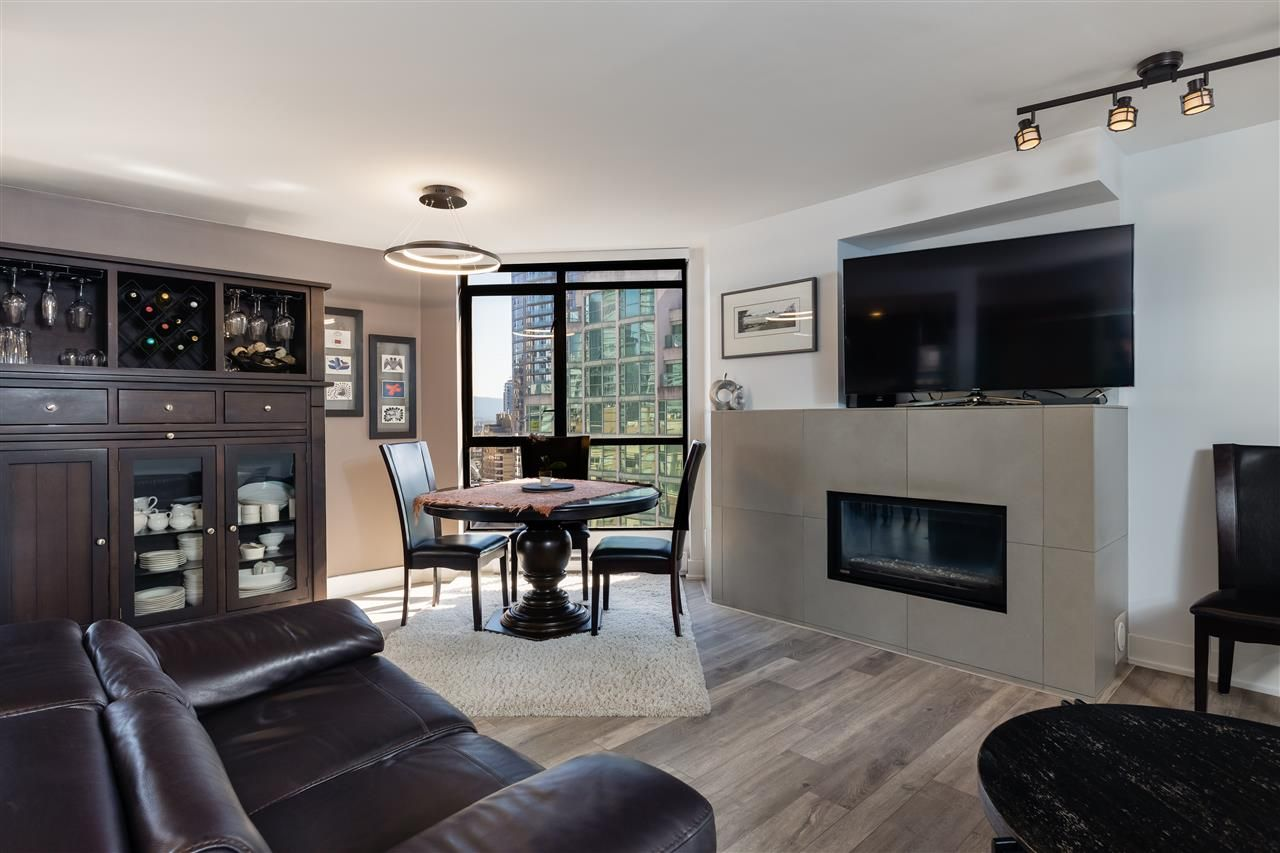 """Photo 3: Photos: 2101 867 HAMILTON Street in Vancouver: Downtown VW Condo for sale in """"Jardine's Lookout"""" (Vancouver West)  : MLS®# R2569511"""