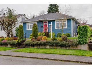 "Photo 3: 927 LAUREL Street in New Westminster: The Heights NW House for sale in ""THE HEIGHTS"" : MLS®# R2554863"