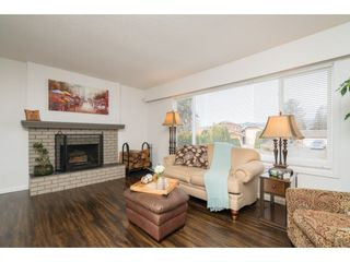 Photo 3: 7064 SHEFFIELD Way in Sardis: Sardis East Vedder Rd House for sale : MLS®# R2338603
