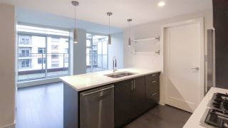 "Photo 5: 615 38 W 1ST Avenue in Vancouver: False Creek Condo for sale in ""The One"" (Vancouver West)  : MLS®# R2527576"