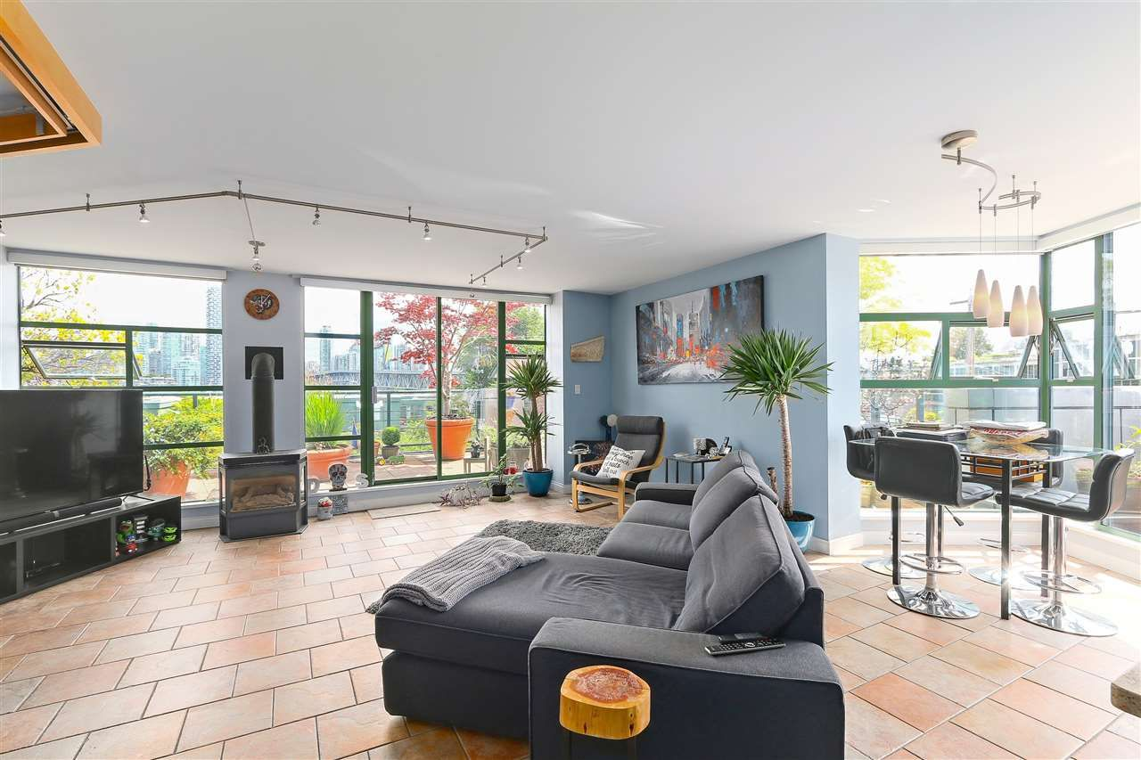 """Photo 5: Photos: 301 1630 W 1ST Avenue in Vancouver: False Creek Condo for sale in """"THE GALLERIA"""" (Vancouver West)  : MLS®# R2383041"""