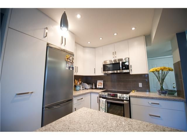 Photo 6: Photos: # 11 1949 W 8TH AV in Vancouver: Kitsilano Condo for sale (Vancouver West)  : MLS®# V1077234