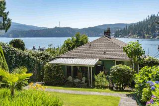 Photo 1: 2582 PANORAMA Drive in North Vancouver: Deep Cove House for sale : MLS®# R2477982