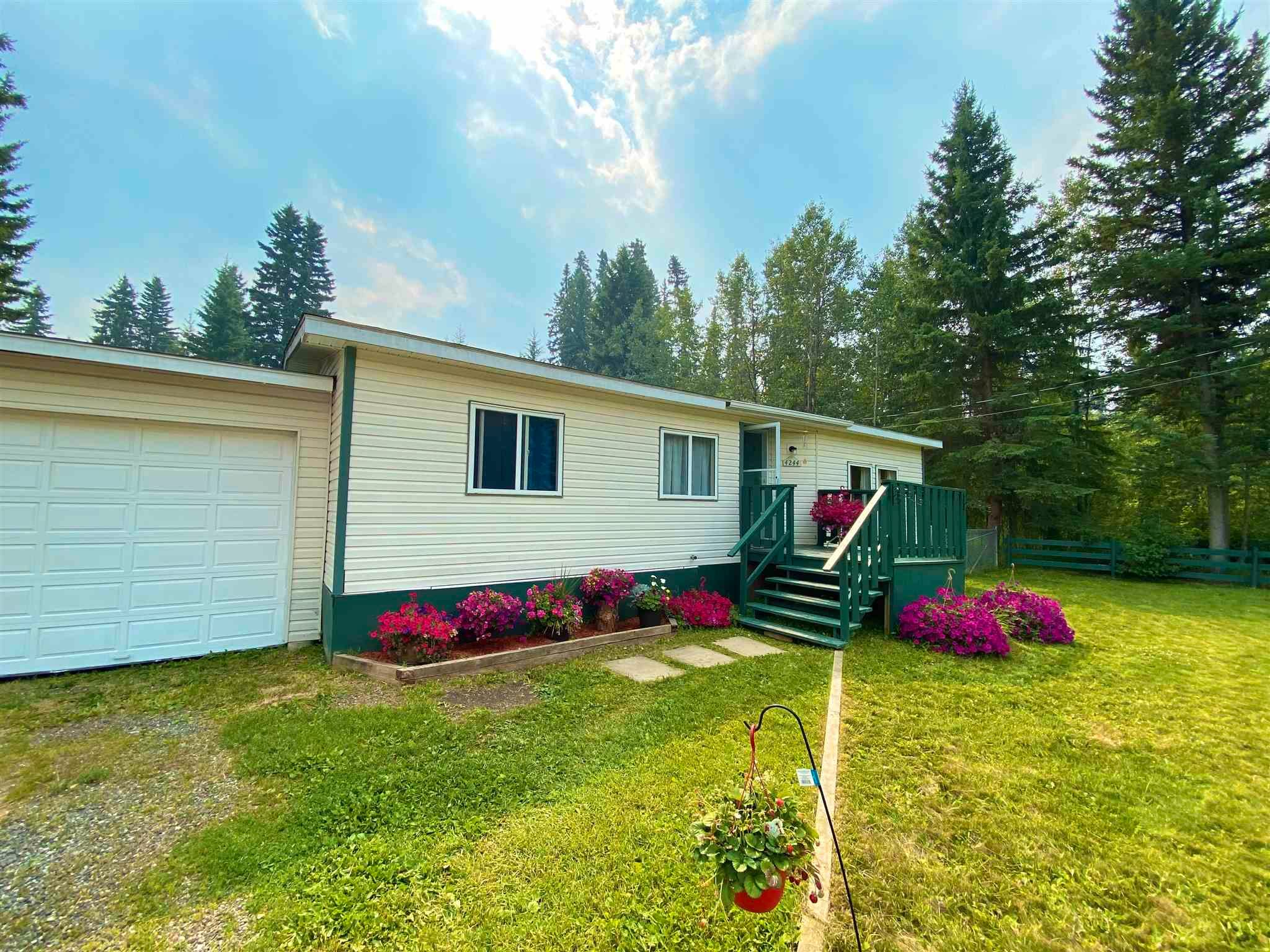 Main Photo: 4244 FORD Place in Williams Lake: Williams Lake - Rural North Manufactured Home for sale (Williams Lake (Zone 27))  : MLS®# R2603276