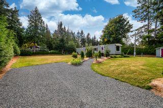Photo 2: 2025 Tartan Rd in : CV Comox Peninsula Manufactured Home for sale (Comox Valley)  : MLS®# 885876