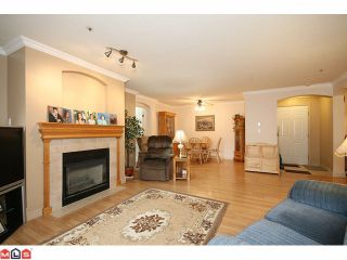 """Photo 4: 101 20120 56TH Avenue in Langley: Langley City Condo for sale in """"BLACKBERRY LANE 1"""" : MLS®# F1102193"""