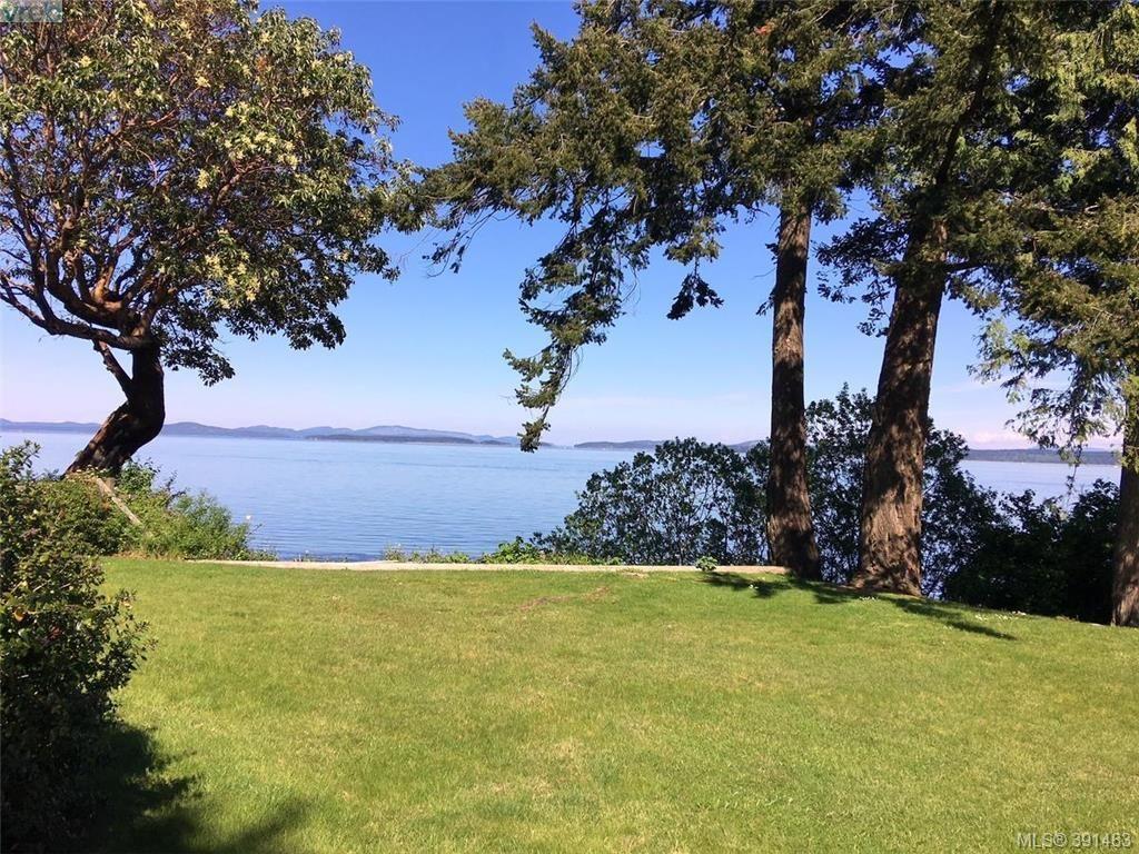 Main Photo: 8643 Lochside Dr in NORTH SAANICH: NS Bazan Bay House for sale (North Saanich)  : MLS®# 786921