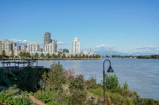 Photo 3: 1104 210 Salter Street in New Westminster: Queensborough Condo for sale