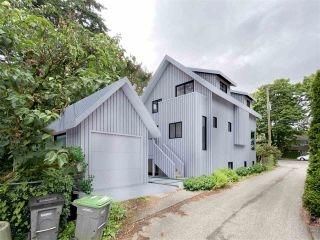 "Photo 3: 820 W 23RD Avenue in Vancouver: Cambie House for sale in ""Douglas Park"" (Vancouver West)  : MLS®# R2473780"