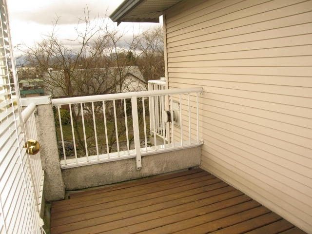 """Photo 7: Photos: # 306 1928 E 11TH AV in Vancouver: Grandview VE Condo for sale in """"Lakeview Court"""" (Vancouver East)  : MLS®# V873866"""