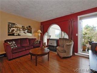 Photo 2: 103 3880 Quadra St in VICTORIA: SE Quadra Condo for sale (Saanich East)  : MLS®# 595060