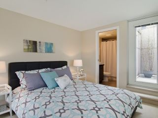 Photo 9: # PH2 1288 CHESTERFIELD AV in North Vancouver: Central Lonsdale Condo for sale : MLS®# V1123799