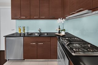 """Photo 7: 603 1925 ALBERNI Street in Vancouver: West End VW Condo for sale in """"Laguna Parkside"""" (Vancouver West)  : MLS®# R2429740"""