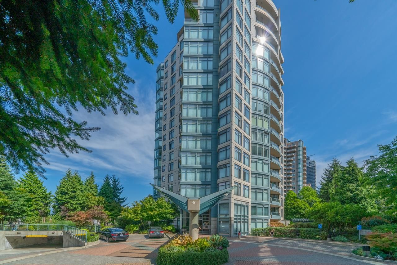 """Main Photo: 702 4567 HAZEL Street in Burnaby: Forest Glen BS Condo for sale in """"THE MONARCH"""" (Burnaby South)  : MLS®# R2613040"""