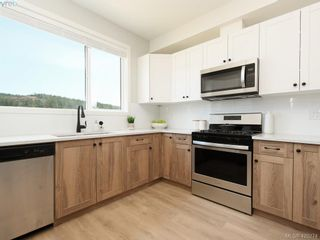 Photo 5: 501 3351 Luxton Rd in VICTORIA: La Happy Valley Row/Townhouse for sale (Langford)  : MLS®# 831776