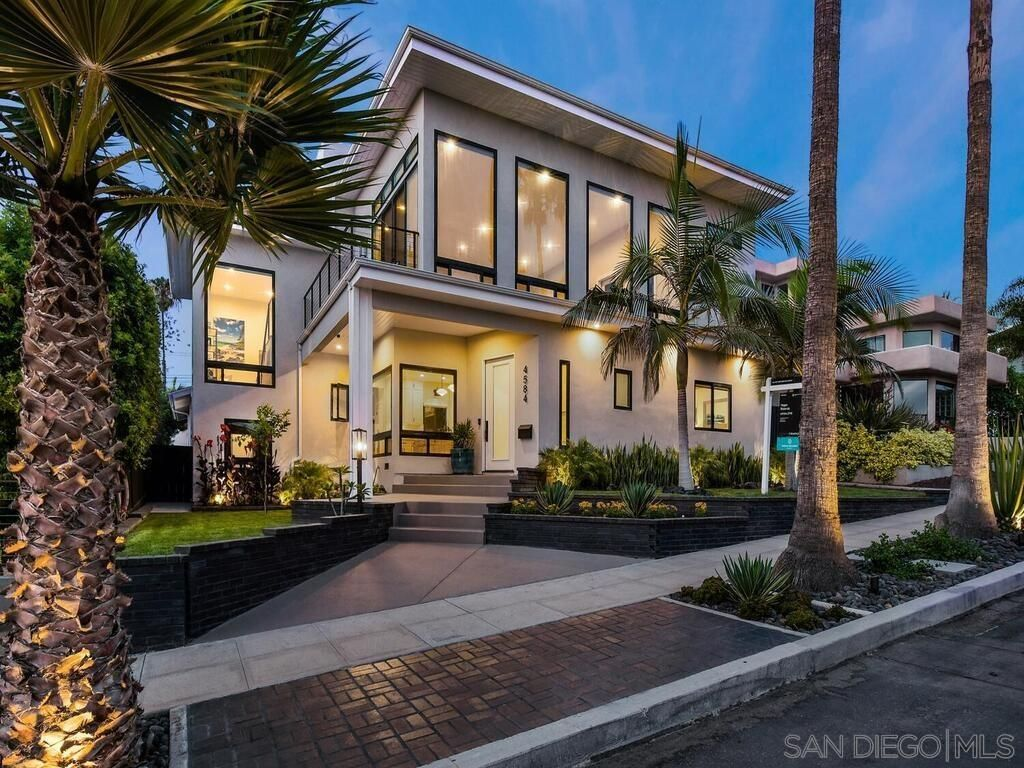 Main Photo: POINT LOMA House for sale : 3 bedrooms : 4584 Leon St in San Diego