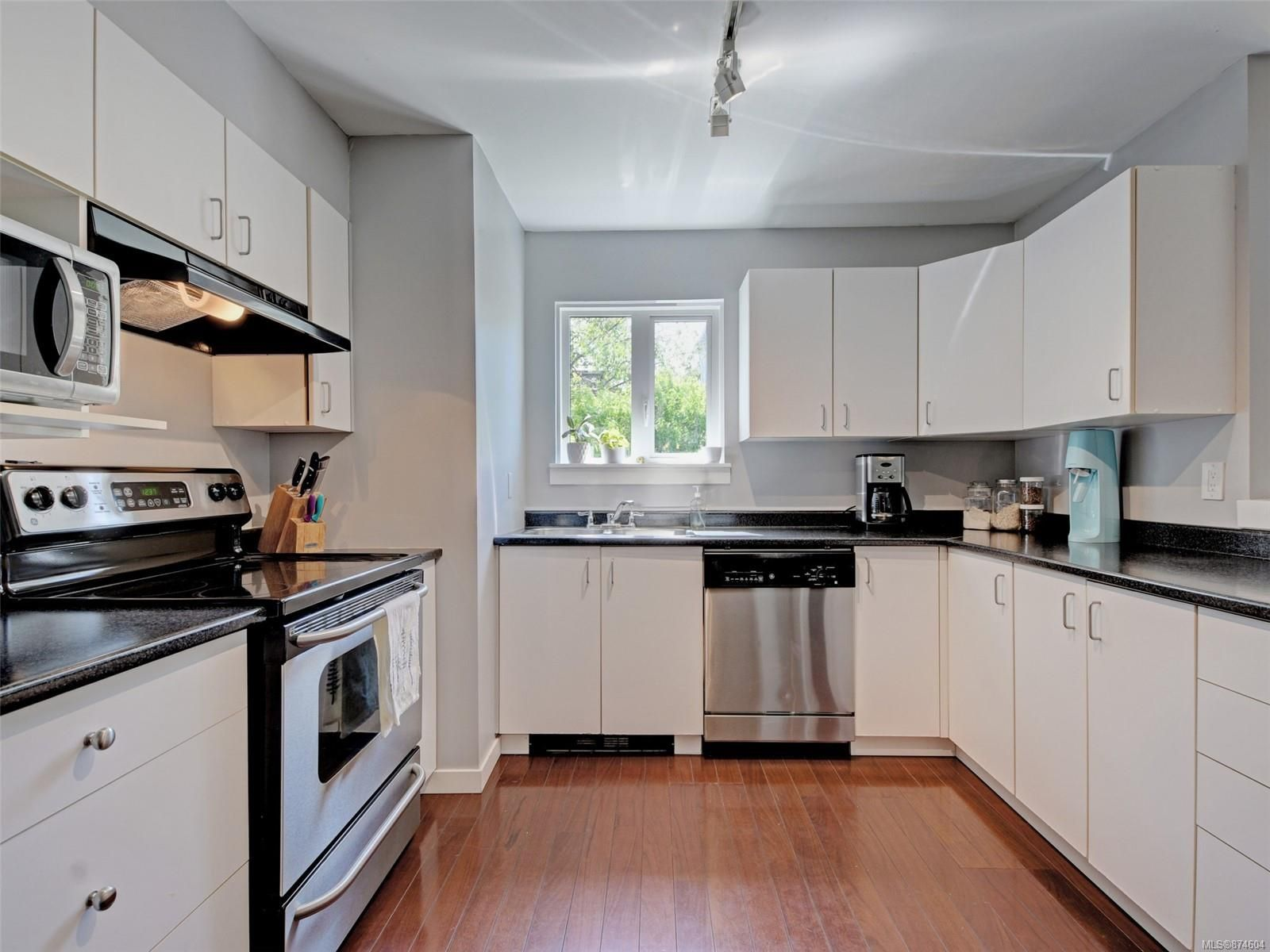 Photo 7: Photos: 202 2710 Grosvenor Rd in : Vi Oaklands Condo for sale (Victoria)  : MLS®# 874604