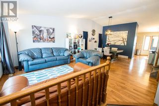 Photo 3: 107 Roberts Crescent in Red Deer: House for sale : MLS®# A1126309