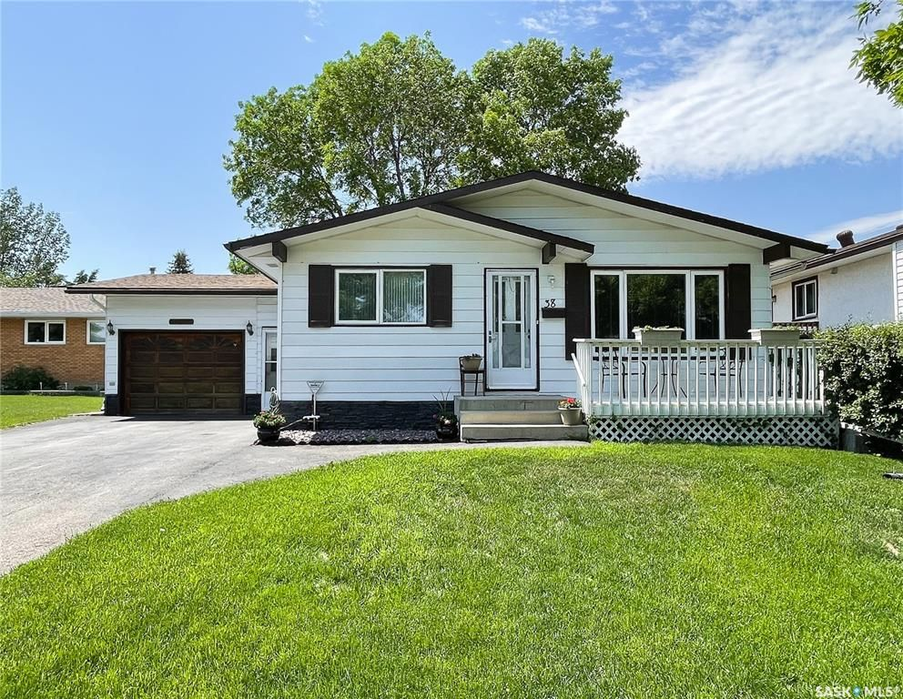 Main Photo: 38 Corkery Bay in Regina: Normanview West Residential for sale : MLS®# SK859485