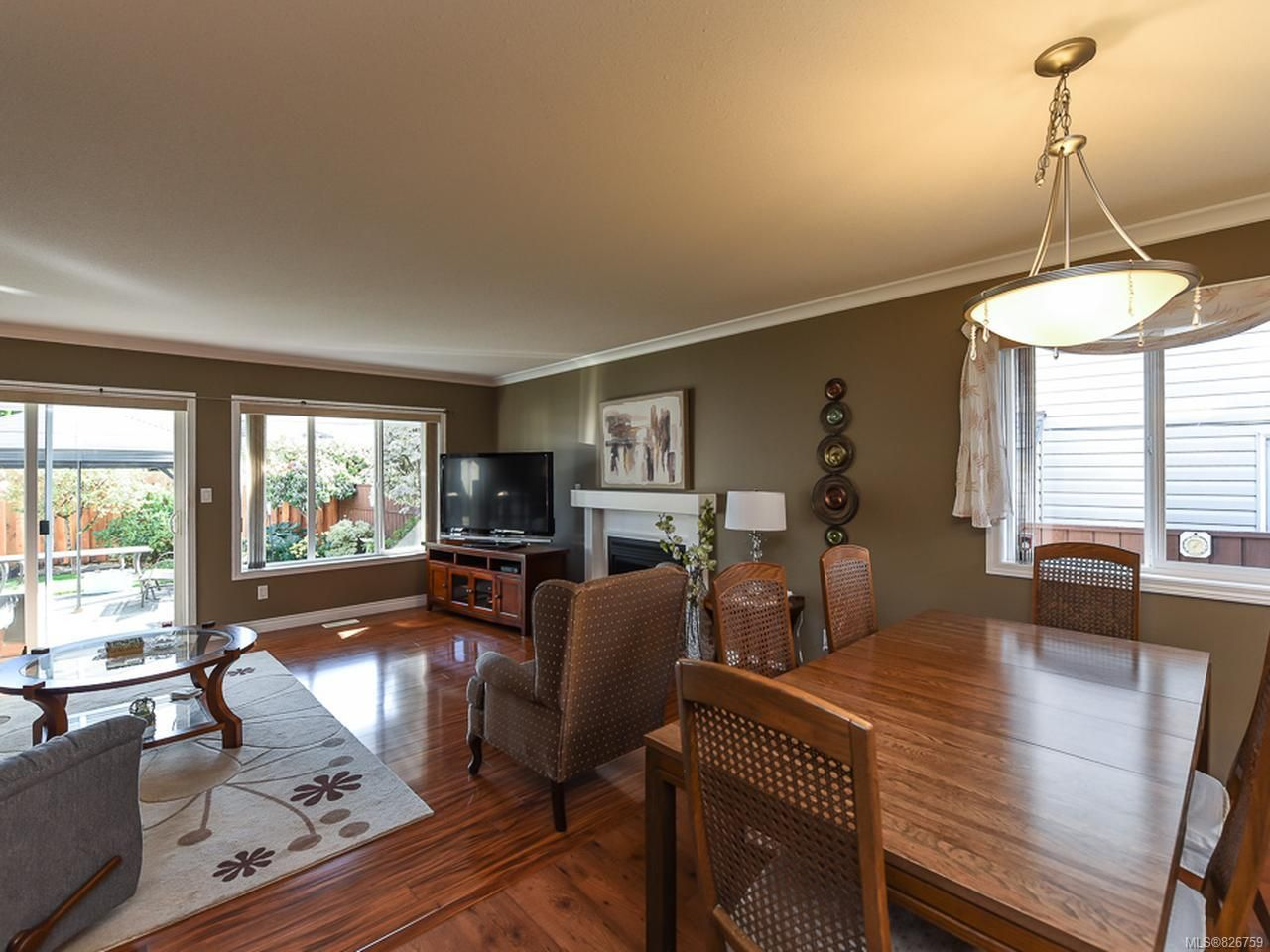 Photo 7: Photos: 2165 Stirling Cres in COURTENAY: CV Courtenay East House for sale (Comox Valley)  : MLS®# 826759