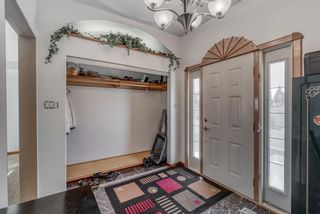 Photo 4: 633 Agate Crescent SE in Calgary: Acadia Detached for sale : MLS®# A1112832