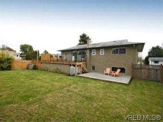Photo 13: 4042 Hessington Place in VICTORIA: SE Arbutus House for sale (Saanich East)  : MLS®# 532222