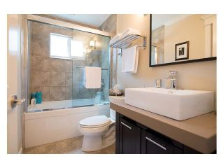 """Photo 12: 4687 HOSKINS Road in North Vancouver: Lynn Valley Townhouse for sale in """"Yorkwood Hills"""" : MLS®# V1130189"""