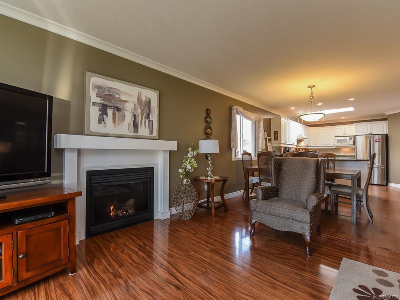 Photo 5: Photos: 2165 Stirling Cres in COURTENAY: CV Courtenay East House for sale (Comox Valley)  : MLS®# 826759